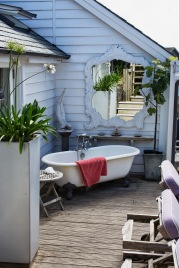 Outdoor bath in Mawgan porth beach house